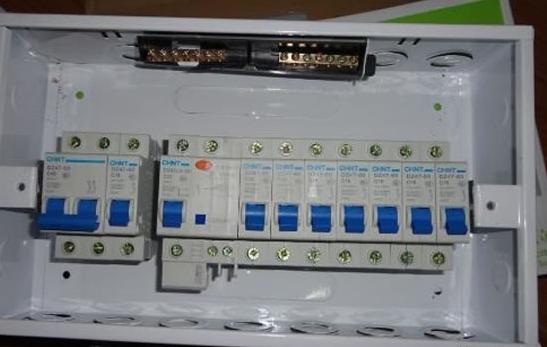 家庭电路的铺设更是至关重要的环节,家庭配电箱安装涉及到家居用电